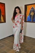 Surbhi Shukla at Bharat Tripathi_s exhibition in Mumbai on 25th Dec 2012 (66).JPG