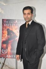 Karan Johar launches the Cover of Amish_s eagerly anticipated 3rd book in the Shiva Trilogy, The Oath of the Vayuputras in Mumbai on 27th Dec 2012 (24).JPG