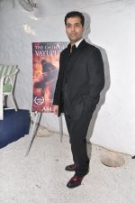 Karan Johar launches the Cover of Amish_s eagerly anticipated 3rd book in the Shiva Trilogy, The Oath of the Vayuputras in Mumbai on 27th Dec 2012 (26).JPG