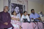 Lata Mangeshkar calendar launch in Peddar Road, Mumbai on 27th Dec 2012 (30).JPG
