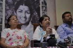 Lata Mangeshkar calendar launch in Peddar Road, Mumbai on 27th Dec 2012 (31).JPG
