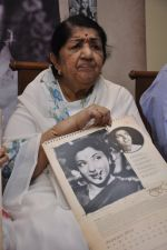 Lata Mangeshkar calendar launch in Peddar Road, Mumbai on 27th Dec 2012 (36).JPG