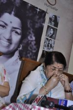Lata Mangeshkar calendar launch in Peddar Road, Mumbai on 27th Dec 2012 (6).JPG