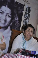Lata Mangeshkar calendar launch in Peddar Road, Mumbai on 27th Dec 2012 (7).JPG