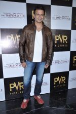 Vivek Oberoi at The Impossible film press meet in PVR, Mumbai on 27th Dec 2012 (40).JPG