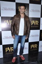 Vivek Oberoi at The Impossible film press meet in PVR, Mumbai on 27th Dec 2012 (42).JPG