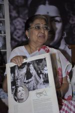 at Lata Mangeshkar calendar launch in Peddar Road, Mumbai on 27th Dec 2012 (22).JPG