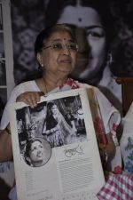 at Lata Mangeshkar calendar launch in Peddar Road, Mumbai on 27th Dec 2012 (23).JPG