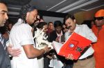 Ronaldinho unveils Balaji entertainment_s R10 movie in Pune, Mumbai on 28th Dec 2012 (31).JPG