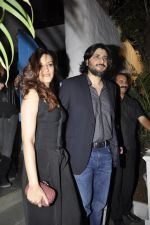 Sonali Bendre, Goldie Behl at Bunty Walia_s wedding reception bash in Olive on 28th Dec 2012 (85).JPG