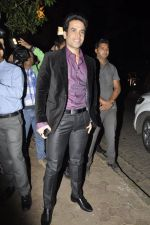 Tusshar Kapoor at Bunty Walia_s wedding reception bash in Olive on 28th Dec 2012 (17).JPG