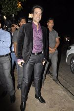 Tusshar Kapoor at Bunty Walia_s wedding reception bash in Olive on 28th Dec 2012 (18).JPG