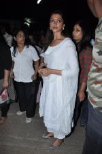 Deepika Padukone at the peace march for the Delhi victim in Mumbai on 29th Dec 2012 (185).JPG
