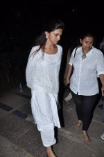 Deepika Padukone at the peace march for the Delhi victim in Mumbai on 29th Dec 2012 (188).JPG