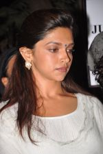 Deepika Padukone at the peace march for the Delhi victim in Mumbai on 29th Dec 2012 (271).JPG
