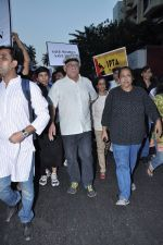 Om Puri at the peace march for the Delhi victim in Mumbai on 29th Dec 2012 (147).JPG