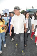 Om Puri at the peace march for the Delhi victim in Mumbai on 29th Dec 2012 (189).JPG