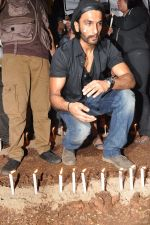 Ranveer Singh at the peace march for the Delhi victim in Mumbai on 29th Dec 2012 (216)