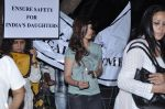 Sonali bendre at the peace march for the Delhi victim in Mumbai on 29th Dec 2012 (159).JPG