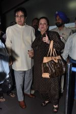 Dilip Kumar with Saira Banu leaves for Hajj in Mumbai Airport on 2nd Jan 2013 (11).JPG