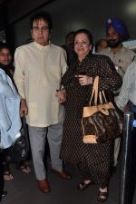 Dilip Kumar with Saira Banu leaves for Hajj in Mumbai Airport on 2nd Jan 2013 (12).JPG
