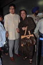 Dilip Kumar with Saira Banu leaves for Hajj in Mumbai Airport on 2nd Jan 2013 (13).JPG