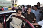 Dilip Kumar with Saira Banu leaves for Hajj in Mumbai Airport on 2nd Jan 2013 (6).JPG
