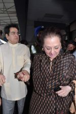 Dilip Kumar with Saira Banu leaves for Hajj in Mumbai Airport on 2nd Jan 2013 (8).JPG