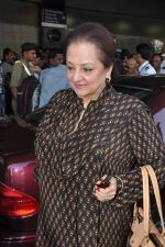 Saira Banu leaves for Hajj in Mumbai Airport on 2nd Jan 2013 (5).JPG