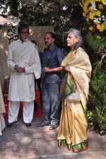 Amitabh Bachchan, Jaya Bachchan at Shaad Ali_s Wedding in Bandra, Mumbai on 6th Jan 2013 (12).JPG