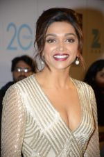 Deepika Padukone at Zee Awards red carpet in Mumbai on 6th Jan 2013,1 (1).JPG