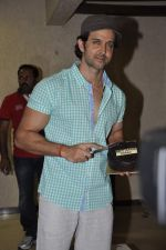Hrithik Roshan celebrates bday with media in Mumbai on 10th Jan 2013 (18).JPG