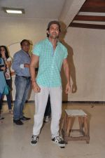 Hrithik Roshan celebrates bday with media in Mumbai on 10th Jan 2013 (22).JPG