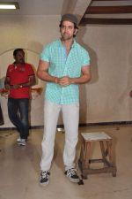 Hrithik Roshan celebrates bday with media in Mumbai on 10th Jan 2013 (23).JPG