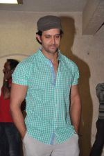 Hrithik Roshan celebrates bday with media in Mumbai on 10th Jan 2013 (25).JPG