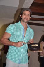 Hrithik Roshan celebrates bday with media in Mumbai on 10th Jan 2013 (41).JPG