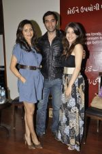 Bhavna Pani, Ira Dubey, Kushal Punjabi at the graveyard shift book launch in Kitab Mahal, Mumbai on 11th Jan 2013 (72).JPG