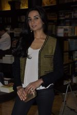 Ira Dubey at the graveyard shift book launch in Kitab Mahal, Mumbai on 11th Jan 2013 (34).JPG