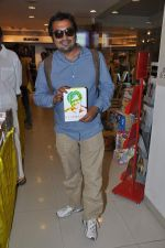 Anurag Kashyap launches book Rajnikant in Mumbai on 13th Jan 2013 (10).JPG