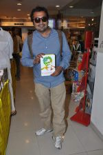 Anurag Kashyap launches book Rajnikant in Mumbai on 13th Jan 2013 (9).JPG