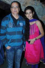 Aakanksha singh with father Gyan Prakash Singh at Na bole Tum Na Maine Kuch Kaha bash in Kinoos Cottage, Versova, Mumbai on 14th Jan 2013.JPG