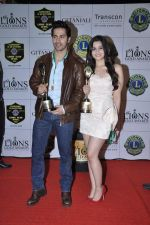Alia Bhatt, Varun Dhawan at Lions Gold Awards in Mumbai on 16th Jan 2013 (83).JPG
