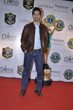 Varun Dhawan at Lions Gold Awards in Mumbai on 16th Jan 2013 (39).JPG
