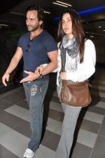 Saif Ali Khan, Kareena Kapoor snapped at airport in Mumbai on 17th Jan 2013 (1).JPG