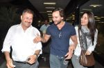 Saif Ali Khan, Kareena Kapoor snapped at airport in Mumbai on 17th Jan 2013 (10).JPG
