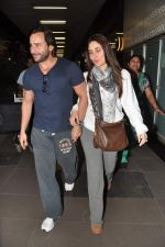 Saif Ali Khan, Kareena Kapoor snapped at airport in Mumbai on 17th Jan 2013 (12).JPG