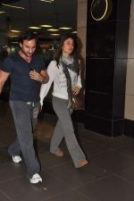 Saif Ali Khan, Kareena Kapoor snapped at airport in Mumbai on 17th Jan 2013 (2).JPG