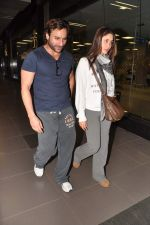 Saif Ali Khan, Kareena Kapoor snapped at airport in Mumbai on 17th Jan 2013 (7).JPG