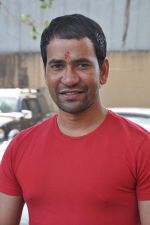 Dinesh Lal Yadav at Manoj Tiwari_s Hindi film Dhara 144 film mahurat in Goregaon, Mumbai on 18th Jan 2013 (9).JPG