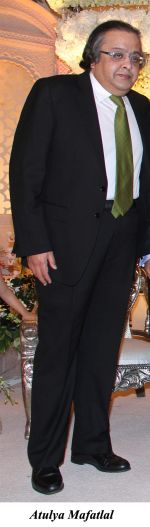 Atulya Mafatlal at The wedding reception of Gayatri and Arjun Hitkari hosted by Debbie and Arun Hitkari in Taj, Colaba, Mumbai on 20th Jan 2013.jpg
